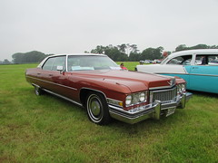 Cadillac Sedan De Ville XJB980L (Andrew 2.8i) Tags: berkeleycastle berkeley glos gloucestershire classic classics car cars show american saloon sedan deville ville de caddy cadillac v8