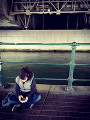 Petite pause... (Kimoufli) Tags: pause personnage personne pont street urban urbain paysageurbain cool