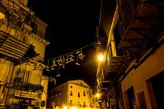 20171103-004 (sulamith.sallmann) Tags: building city dunkel gebäude haus house häuser italia italien italy leine morgens morning palermo schuh schuhe sicilia sizilien stadt urban sulamithsallmann