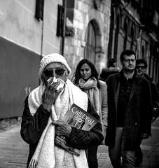 Paseo por mi calle (ariasa12) Tags: gente calle frio monumentos