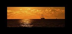 Sehnsucht nach Meer - Explore (Uli He - Fotofee) Tags: ulrike ulrikehe uli ulihe ulrikehergert hergert nikon nikond90 fotofee sonne wasser meer nordsee segelschiff schiff wolken abend abendsonne licht golden gold wellen