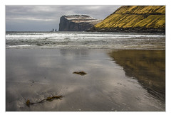 Riese und Hexe (bavare51) Tags: farörinsel rieseundhexe felsen nordatlantik europa strandundmeer steilküsten himmel sky spiegelung flut
