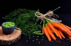 Carrots and fresh peas (Fidi987) Tags: foodphotography foodfotografie food foodstill vegetables carrots möhren peas erbsen stilllife stillleben lebensmittel fpcs