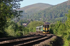 EARLY MORNING DEPARTURE (Malvern Firebrand) Tags: sprinter single car unit 153356 along with 170511 2car depart malvern link beautiful morning 17518 the working is 1m55 0702 great birmingham new street west midlands trains service hills sunshine countryside dmu worcestershire railway rural