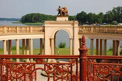 Schloss Schwerin (antje whv) Tags: schwerin schlossschwerin mecklenburgvorpommern gartenanlage zaun fence statue see