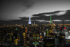 Top of The Rock (Miguel_Vilhena) Tags: new york city nyc manhattan downtown empire state building top rock rockefeller center plaza eua usa united states america nikon sigma d7200 1750 f28 big lights composition black white bw color selective