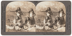 Vintage Stereo View Photo : ca 1910 : Hula Girls (CHAIN12) Tags: scan scanned vintage photo snapshot stereoview hula dancers ladies girls kmd15mca1910stereoviewhulagirls guitar grass skirt flowers lei