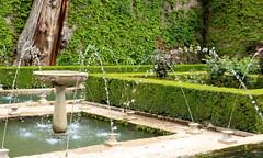 Giochi d'acqua (Raffa2112) Tags: granada spagna alhambra parco giardino verde acqua fontana siepe spain park gardens water green fountain canoneos750d raffa2112