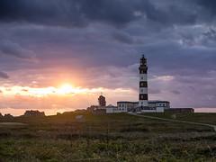 Phare du Créac'h au crépuscule (penelope64) Tags: ouessant bretagne brittany phare creach crépuscule coucherdesoleil nuage olympusem1 paysage
