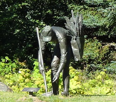 Digging corn (spelio) Tags: statue art sculpture washington wa usa travel sep 2016