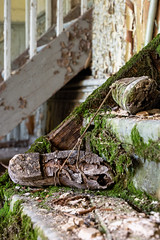 Schuhe (tim.lee Rookie Photograph) Tags: lost lostlostplace urbex urban schuhe old timleerookie timlee nikon