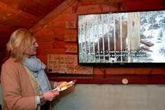 Karin Kneissl besucht den Bärenpark Gracanica