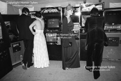 VIDEO GAMES SPACE INVADERS MACHINE BERKLEY SQUARE BALL LONDON 1980S ENGLAND UK (Homer Sykes) Tags: berkleysquareball london 1981 youngadults spaceinvaders videogames computergames summer formal ballgown offtheshoulder partydress couple wealthy rich britain england uk british english archivestock middleclass britishsociety backless londonstock 1980s 80s 324253