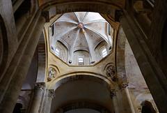 Iglesia abacial de Sainte-Foy / Conques / Aveyron (47) / França / France / Francia (Ull màgic (+1.500.000 views)) Tags: conques aveyron frança france francia romànic románico abadía església iglesia columnes arc edifici arquitectura fuji xt1