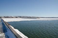 Quai se libérant des glaces à Rimouski. (Gaetan L) Tags: baslaurent gaspésie rimouski nikond7000 route132 provincedequébec fleuvestlaurent glace ice neige snow quai dock navigation