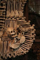 031 (boeddhaken) Tags: europe citytrip city czechrepublic kutnàhora creepy chapel skull skellet bones church travel