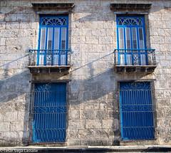 2+2... (César Vega-Lassalle) Tags: puertas edificio building doors habana cuba plaza delacatedral olympus omd em5 lumix leicadg microfourthirds m43