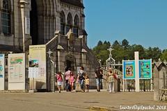 Lourdes 299-A (José María Gil Puchol) Tags: aquitaine basilique boutique catholique cathédrale cierge eaumiraculeuse fidèle france josémariagilpuchol lourdes paysbasque prière pyrennées pélèrinage religion