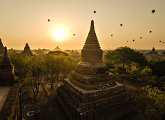 bagan sunrise NO. 1 (cih94) Tags: bagan sunrise balloons over temple hdr ပုဂံ pagan ancient city pagodas myanmar burmese burma buddhism buildings monastery sun yellow plain valley
