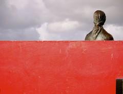 LigHT. (WaRMoezenierr.) Tags: boulevard domburg red rood rosse standbeeld statue think rojo netherlands nederland holanda woman vrouw light licht zeeland clouds mondriaan bank nehalennia beschermgodin godin kunstschilder abstract schilder painter art kunst