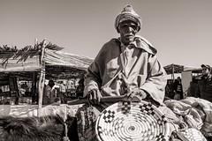 Old Man Selling Baskets (Tom Levold (www.levold.de/photosphere)) Tags: fuji fujix100f marokko morocco x100f zagora sw people candid bw portrait porträt oldman altermann