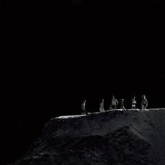 Ловцы солнца (olegkulishov) Tags: закат люди свет минимализм bw
