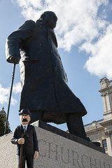 2018-06-18 Dupont on tour - Statue of Winston Churchill, Parliament Square, London