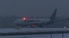N649GT Atlas Air Boeing 767-375(ER)(WL) (Otertryne2010) Tags: 2018 2k18 767300 atlas boeing enva norge norway trd trondheim værnes beaconshot 767375erwl air snow snø taxiing