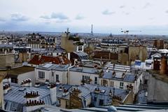RoofTops (Shooting photo à petit prix) Tags: toit toits surlestoits paris france iledefrance découverte cheminée nuageux interdit dangereux pointdevue vue toureiffel sacrécoeur