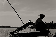 Inwa/Ava. Myanmar (Igorza76) Tags: myanmar república unión birmania republic union burma asia sudeste asiático southeast mandalay မန္တလေး irrawaddy irawadi ayeyarwadi river río ciudad city antigua capital ancient royal inwa ava innwa အင်းဝ အင်းဝမြို့ imperial shan burmese kingdoms boat barco barca contraluz backlight blanco negro zuri beltz baltz black white bw bn zb blackandwhite blackandwhitephoto fuji xt10 2017 fujixt10 oporrak