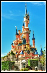 DisneyLand - Paris (NNJHA1971) Tags: disney disneyland paris children model castle trademark sky clouds blue bluesky skyandclouds modernarchitecture architecture kids डिजनीलैंड बच्चे सुन्दर पेरिस फ्रांस france blackandwhite bw