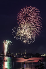 Fireworks on the Alster (Guido Cioni) Tags: hamburg alster innen fireworks long exposure night lake northern europe germany deutschland