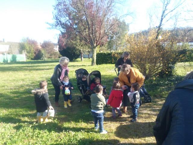 Photo 5 - Chasse aux oeufs à la crèche familiale