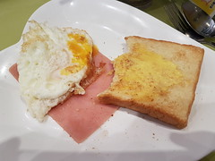 Breakfast like a local (GREGORIUZ) Tags: