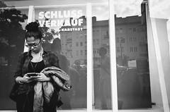 R0002781 / München 2018 (markvolz) Tags: streetphotography street menschen people city stadt streetfotografie strasenfotografie kunst blackandwhite schwarzweis blackisking ilovebw bw münchen munich ricohgr2 ricoh gr2 gr 28mm