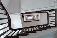 Treppenhaus (Frank Guschmann) Tags: treppe treppenhaus stairwell escaliers stairs stufen steps architektur frankguschmann nikond500 d500 nikon staircase