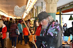 #112/118 - Broomstick - 118 Pictures in 2018 (Krasivaya Liza) Tags: seattle wa spring april 2018 floral flower flowers pike place market marketplace city cityscape washington state puget sound 112 112118 broomstick broom stick musician pikeplacemarket 118picturesin2018