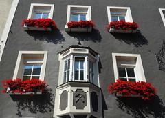 Fancy Bay Windows [Sterzing - 25 August 2017] (Doc. Ing.) Tags: 2017 sterzing vipiteno trentinoaltoadige südtirol southtyrol italy bolzano bz window dwwg oldnewwindowsdoors grey gray balcony
