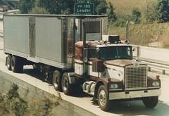 Diamond Reo (PAcarhauler) Tags: diamondreo semi truck tractor trailer