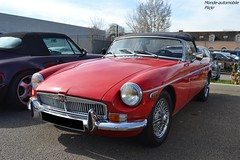 MG B (Monde-Auto Passion Photos) Tags: voiture vehicule auto automobile mg cabriolet convertible roadster spider red rouge ancienne classique france fontainebleau