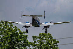 Landing approach - Anderson S.C. (DT's Photo Site - Anderson S.C.) Tags: canon 7d 100400mml lens upstate rural andersonsc airplane airport landing southcarolina trees low approach flying twin engine prop