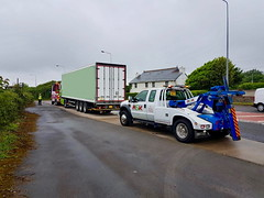 AU58ACJ Assisting PN09JUC With The Recovery Of A Broken Down Artic At Pentre Meyrick Cross (JAMES2039) Tags: volvo fh13 globetrotter pn09juc pn09 juc tow towtruck truck lorry wrecker heavy underlift heavyunderlift 6wheeler 4wheeler frontsuspend artic box body boxbody tractorunit trailer au58acj ford f450 cardiff rescue breakdown ask askrecovery recovery scania pentremeyrickcross