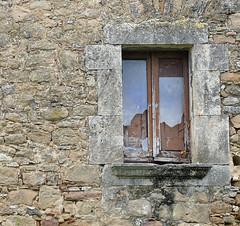 FINESTRA (Joan Biarnés) Tags: veïnatdenfares fontcoberta pladelestany girona catalunya finestra ventana 257 panasonicfz1000