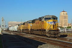 4579, 4588 + 2349, Beaumont, 22 March 2018 (Mr Joseph Bloggs) Tags: beaumont usa united states america texas tx union pacific up train treno freight cargo manifest bahn railway railroad 4579 4588 2349 endsd70m sd70 emd electro motive division gm general motors