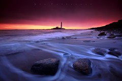 Faltering Foam (Stu Patterson) Tags: stu patterson seascape sunrise whitley bay st marys lighthouse