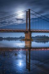 Lumière naturelle (Bertrand Thiéfaine) Tags: loire ancenis pontbretagneanjou pont lune lumière ciel bleu reflets miroir éclairage fleuve loireatlantique