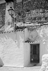 Alcalá del Júcar, Albacete. (fcuencadiaz) Tags: analogica arquitecturarural albacete alcaládeljucar byw blancoynegro plustek fotografiaargentica fotografiaquimica film pelicula objetivosfijos objetivosmanuales linhof planar ilfordpanfplus ilfosol