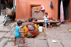 Le rire des enfants...Varanasi .India (geolis06) Tags: geolis06 asia asie inde india uttarpradesh varanasi benares inde2017 olympus street rue olympusm1240mmf28 olympuspenf famille family banaras