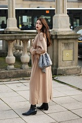 Maxi Trench (betrenchcoated) Tags: trenchcoat trench raincoat regenmantel long beautifulgirl doublebreasted lang maxi mantel