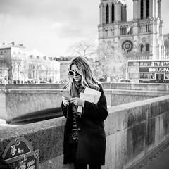 Ma vie à Paris (mouzhik) Tags: мужик moujik mouzhik muzhik zemzem mujik paris parís 파리 париж 巴黎 парыж פריז pariisi パリ párizs parîs باريس parys parizo парис paryż παρίσι پاریس parijs photoderue photographiederue strasenfotografie streetphotography צילוםרחוב yличнаяфотография ストリートスナップ стритфотография تصويرالشارع fotografiadistrada fotoderua fotografíacallejera mavieàpars m2 eosm2 efm22mmf2stm 22mm canonefm22mmf2stm prime pancake notredamedeparis catedraldenotredame cattedraledinotredame соборпарижскойбогоматери katedranotredame 11000sf2iso125 f2 autredamedeparis